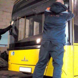 Замена лобового стекла автобуса под резинку