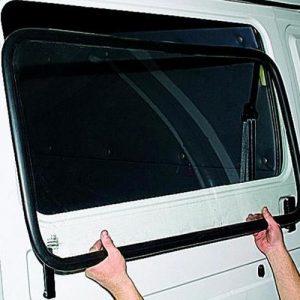 Замена бокового стекла легкового автомобиля под клей, без чистки молдинга
