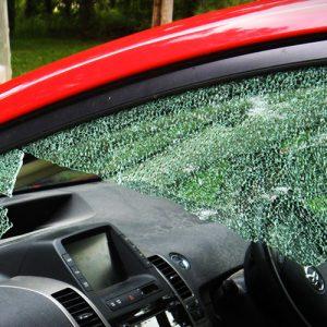 Замена кузовного опускного стекла легкового автомобиля под клей, с чисткой молдинга