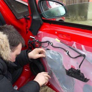 Замена кузовного опускного стекла легкового автомобиля под клей, без чистки молдинга