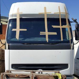 Замена лобового стекла грузового авто под резинку